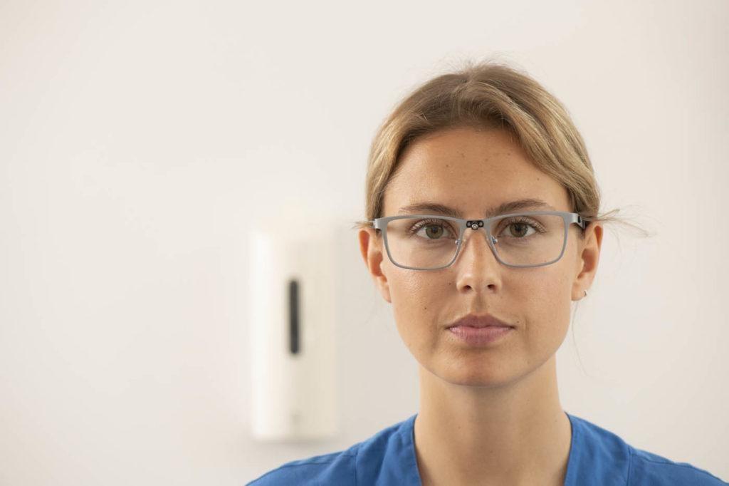 Mistä löydätte silmälasikehyksiä vahvoille linsseille?